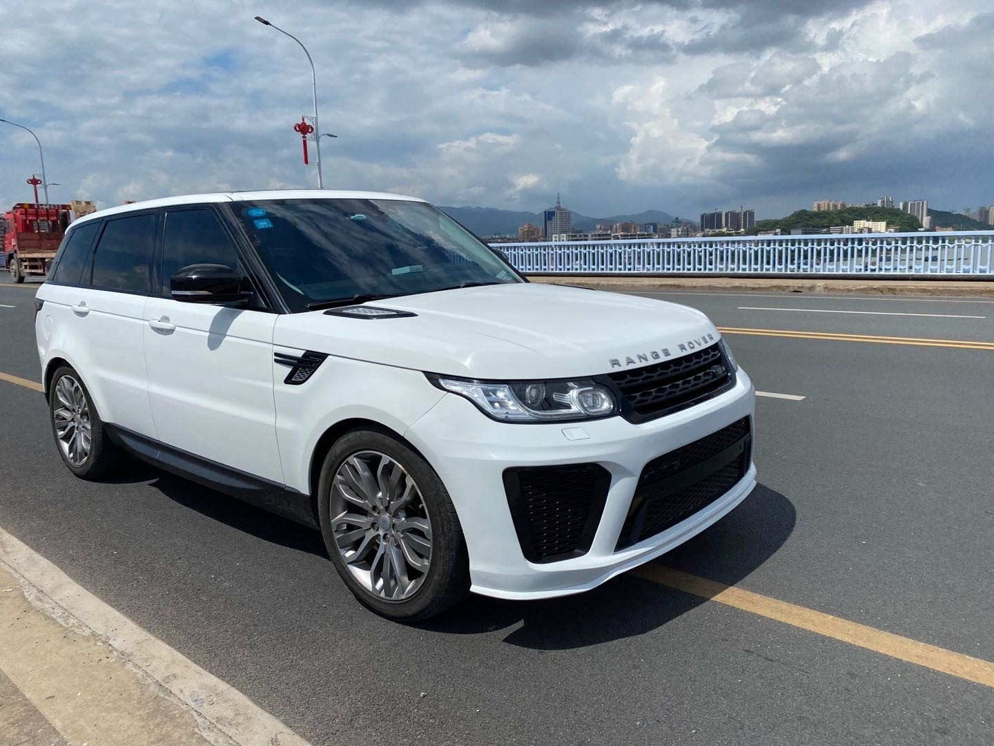 Range Rover Sport 2013-2017 L494 2018+ SVR Facelift Bodykit Upgrade (without new headlamps needed)